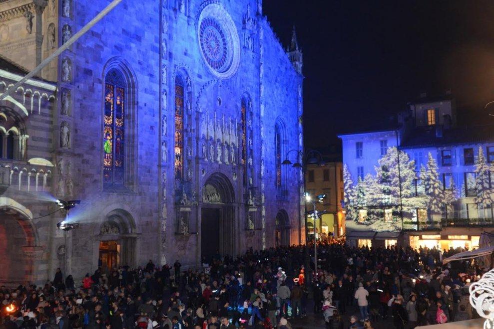 Luminarie addio, a Como il Natale è con il videomapping