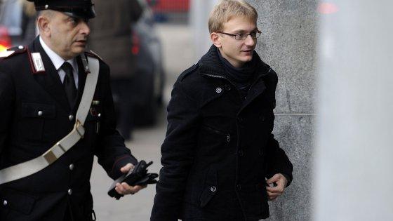 """Delitto Garlasco, la prima notte di Stasi in carcere: """"Accolto bene"""". Ai legali: """"Vi voglio bene"""""""