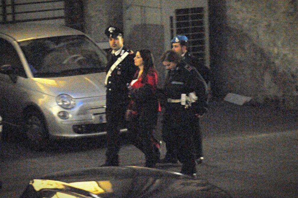 Aggressioni con l'acido, Martina Levato fotografata mentre lascia il tribunale