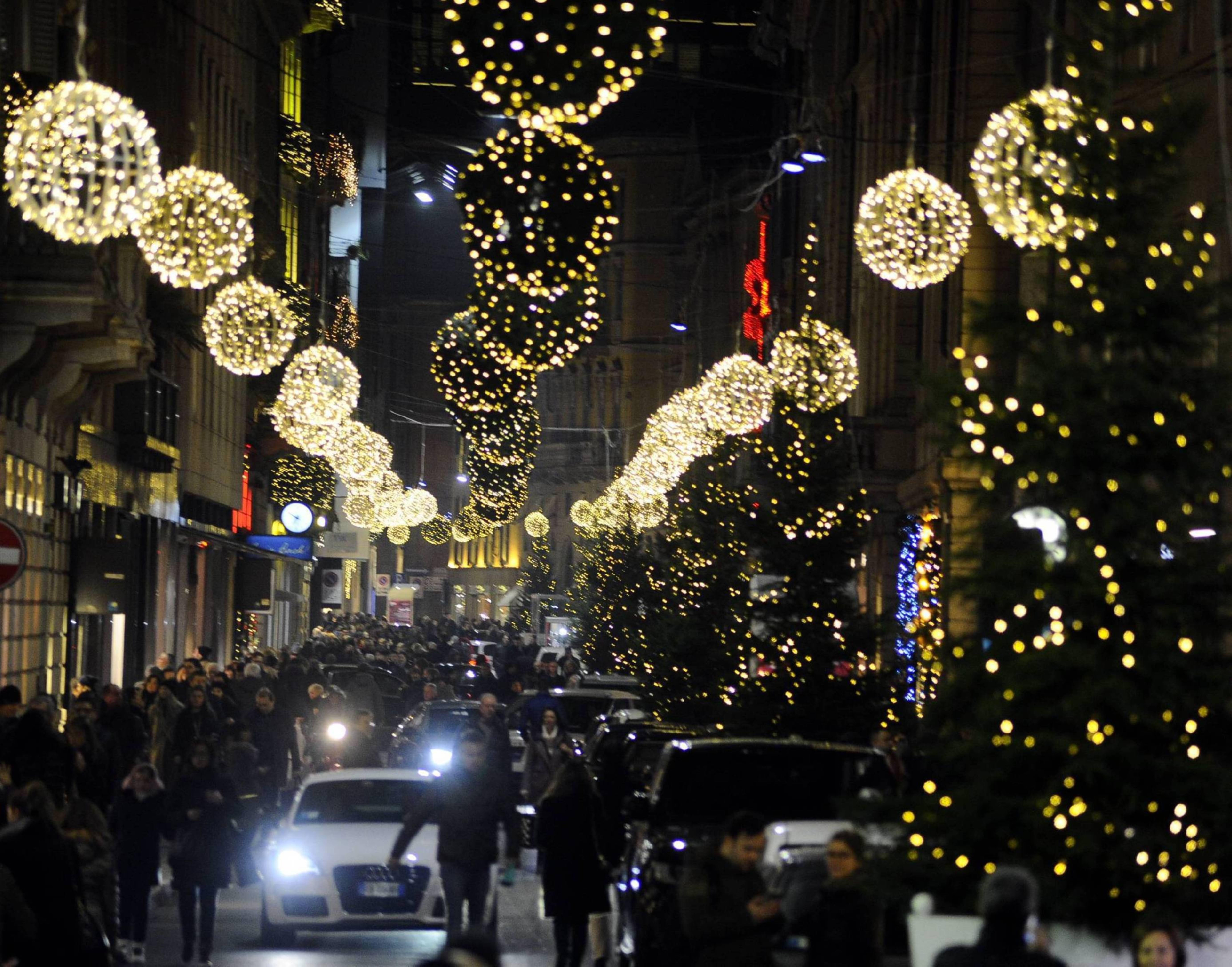 Immagini Milano Natale.Milano Shopping Con Il Segno Piu A Natale Vendite A 5