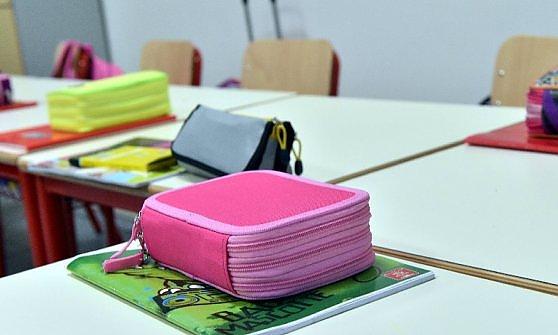 """Lombardia, la Lega finanzia il call center antigender nelle scuole: """"Abbiamo l'ok di Maroni"""""""