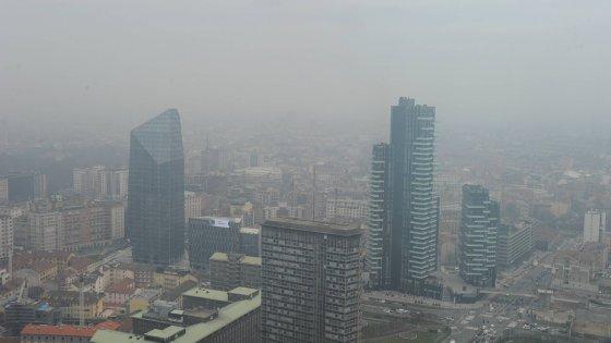 Emergenza smog, Milano ferma il traffico privato