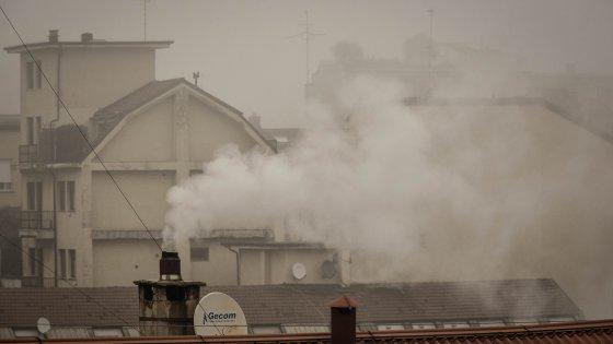Smog, l'emergenza continua: Pm10 fuori limite anche a Natale. E' il 31esimo giorno