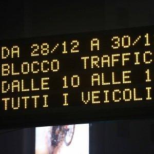 """Milano, Pm10 fuorilegge: stop alle auto. Polemica sul car sharing, l'orgoglio di Pisapia: """"Dati migliori di sempre"""""""