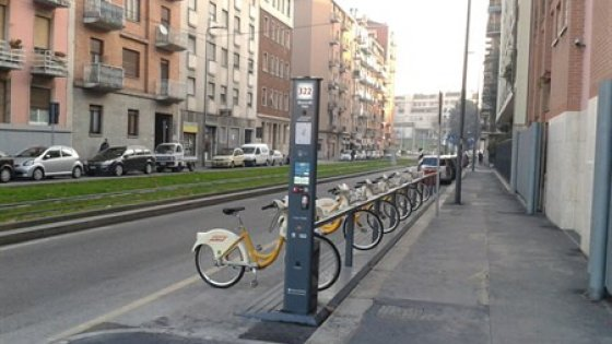 Prelievi raddoppiati per il bike sharing ma la milano for Mobile milano bike sharing