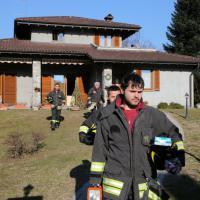 Varese, prepara i botti di Capodanno in casa: 22enne rischia la vita