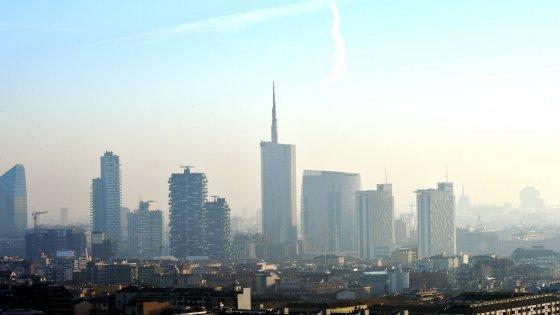Smog, Milano cambia aria dopo i 101 giorni neri del 2015: Pm10 in discesa, tutti i valori sotto i limiti