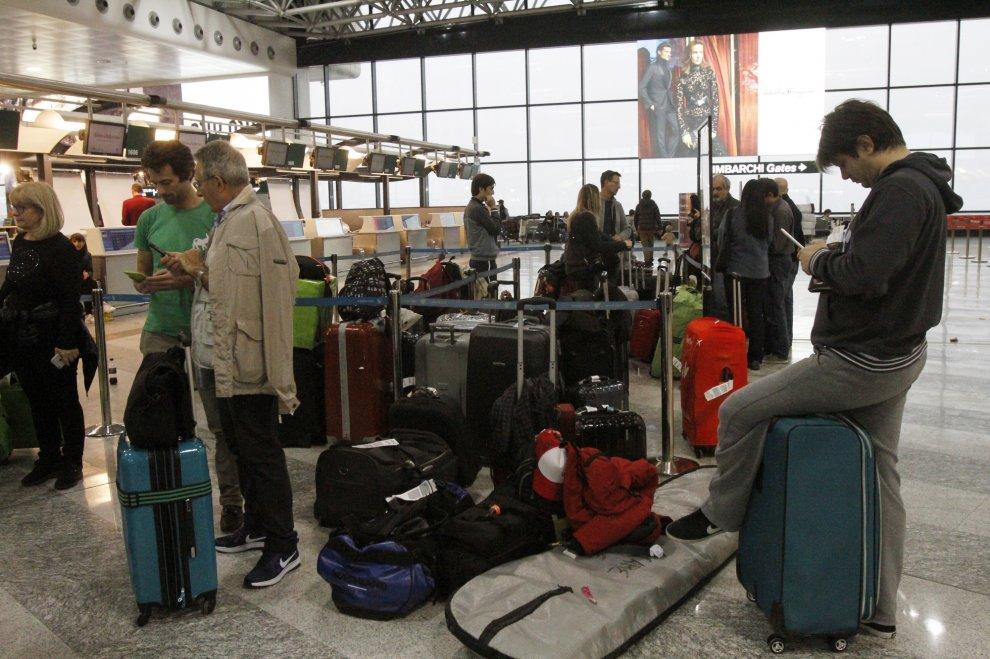 Malpensa, 300 passeggeri diretti in Oman bloccati in aeroporto da ore
