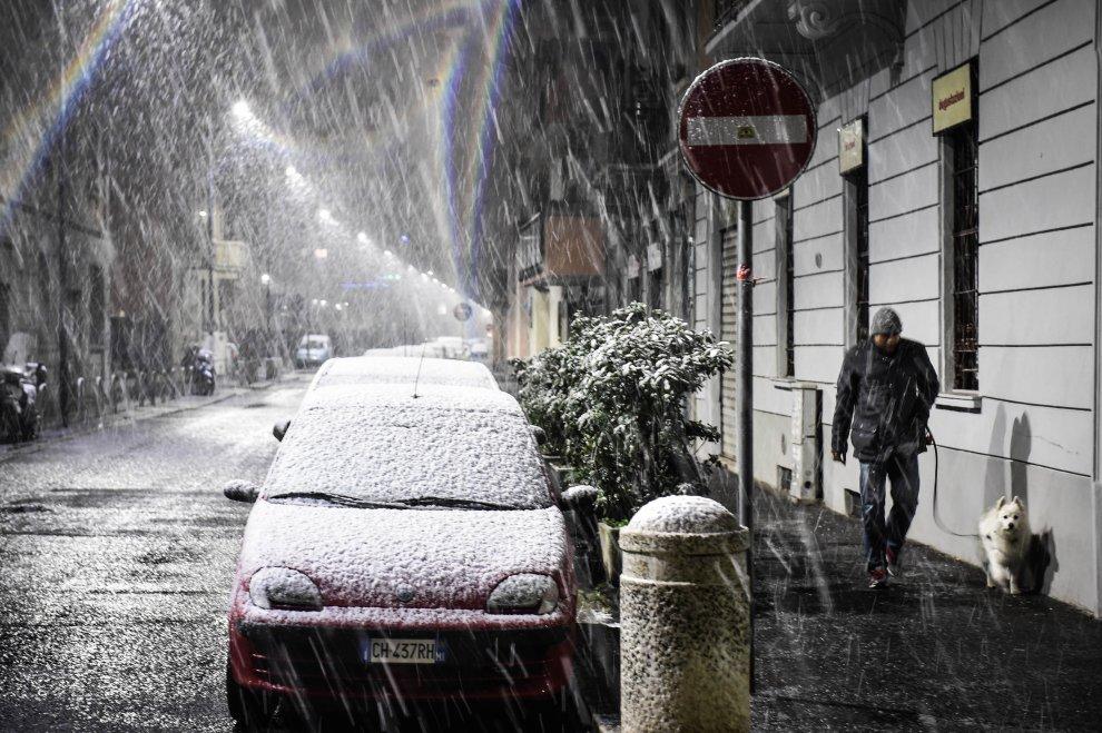 Meteo, la spettacolare nevicata che ha imbiancato Milano