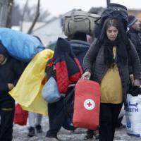 Milano, 400 euro di rimborso a chi accoglie un profugo in casa propria: centrodestra all'attacco