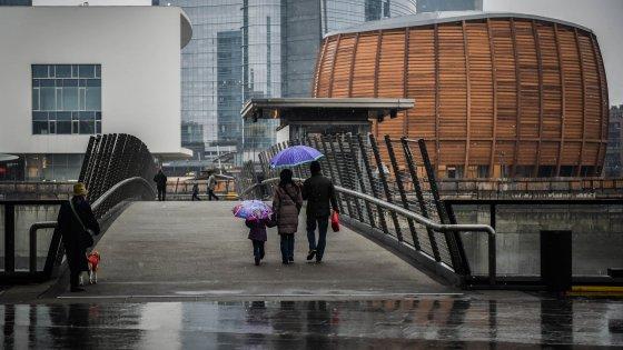 Smog, Milano ringrazia la pioggia: Pm10 sotto. Ma M5S porta il Comune in tribunale