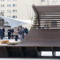 Milano, il primo pezzo di Expo in città: le panchine della Germania in un giardino.