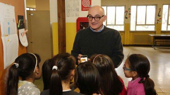"""Corsico, niente mensa per i bambini morosi. La rivolta dei presidi: """"No all'apartheid a scuola"""""""