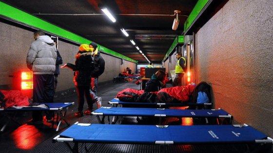 Milano, brandine in metrò per i senzatetto: è scattato il piano antifreddo