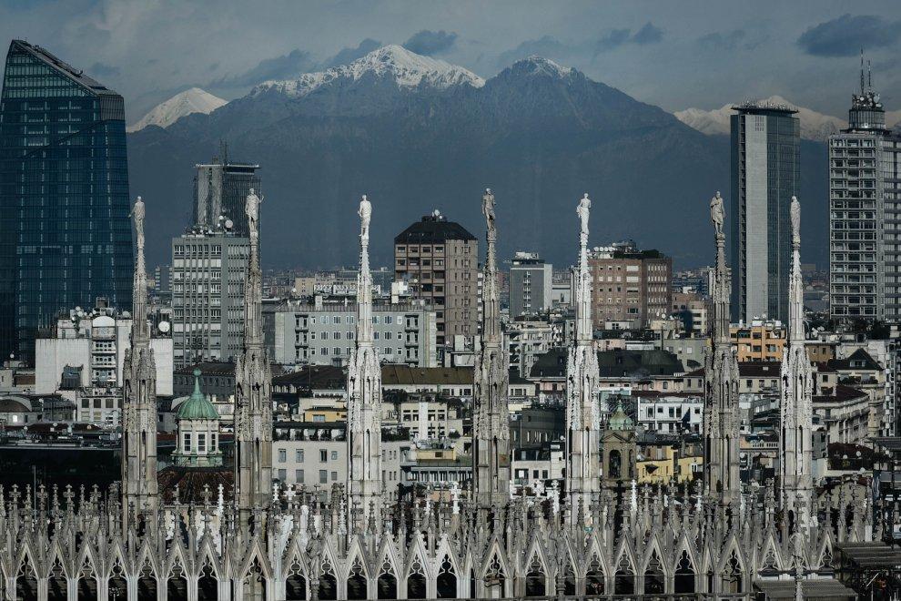 Il sole splende su Milano, effetto HD fino ai monti