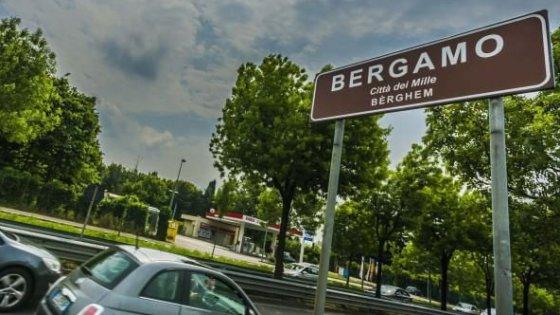 """La Lega chiede il bilinguismo: """"Il dialetto lombardo rischia l'estinzione, obbligatorio per cartelli e siti"""""""
