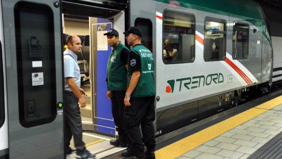 Trenord, vandali e violenti sui treni dei pendolari: ora a bordo salgono le guardie giurate
