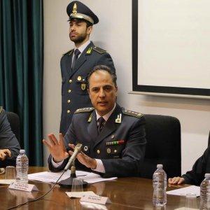 Milano, titoli illeciti per milioni di euro: scoperta truffa finanziaria, 15 arresti