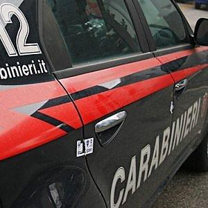 Bergamo, litiga con il padre di 91 anni e lo chiude sul balcone al gelo: arrestato