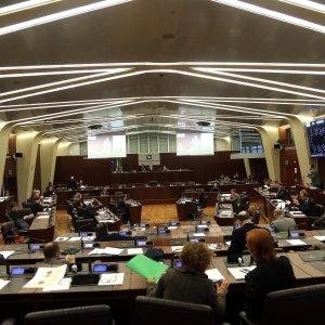 Regione Lombardia, portaborse e segretari: adesso i partiti ne vogliono assumere 200
