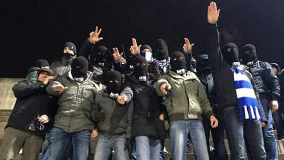 Busto Arsizio, saluto fascista e passamontagna allo stadio: 5 anni di Daspo per il consigliere-ultrà del Pdl