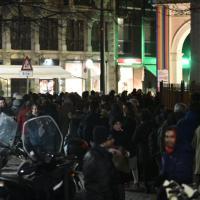 Primarie Milano, tutti in coda fuori dal teatro per il dibattito fra i 4 candidati