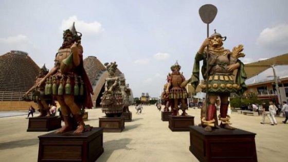 Expo all'asta a prezzi da saldo, le statue kolossal di Ferretti in una casa di riposo per 6mila euro