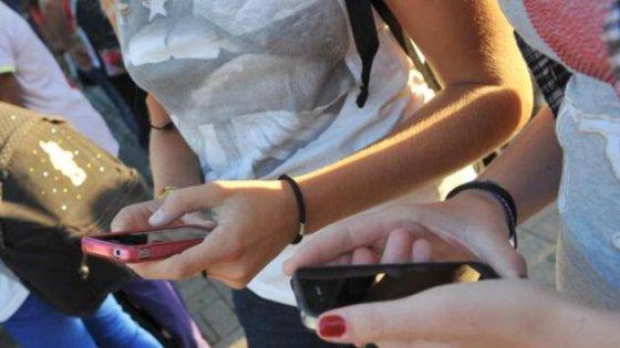 Brescia, sesso per pochi euro nei parcheggi e nei bagni della scuola: indagato 45enne, 5 ragazze coinvolte