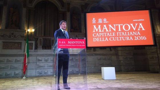 """Renzi a Mantova, capitale della Cultura: """"Abbandonare Schengen è tradire identità dell'Europa"""""""