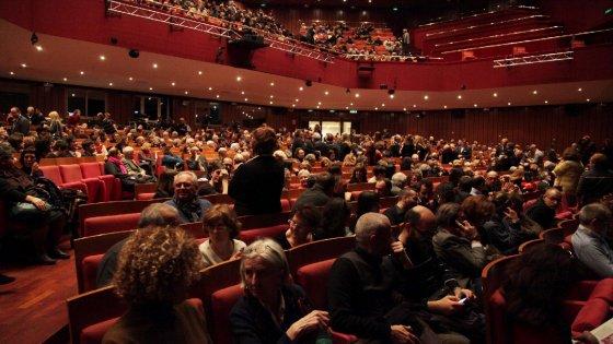 Milano, più in teatro che allo stadio: il Piccolo batte Inter e Milan. Già 25mila abbonati