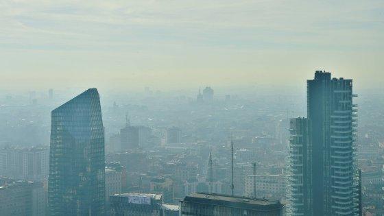 Milano smog, torna l'emergenza: riecco i divieti, giù le caldaie e stop ai diesel