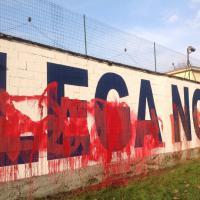 Salvini e Le Pen a Milano, imbrattata la sede della Lega Nord