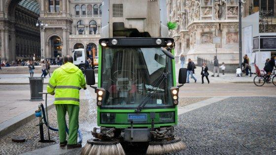 """Milano, l'Amsa si impegna: """"Più lavaggi antismog per ridurre l'inquinamento"""""""