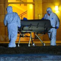 Brescia, uccide la moglie a coltellate poi va a schiantarsi contromano in autostrada: morto