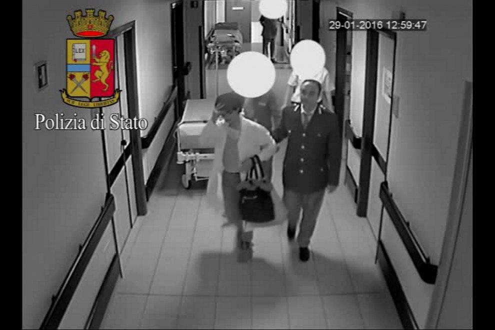 Sesto San Giovanni, finto medico svuotava armadietti in ospedale: ecco il travestimento