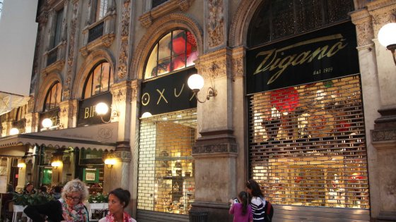 Milano, i profumi di Chanel in Galleria al posto della bottega storica: l'affitto raddoppia