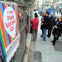 Primarie Milano, via alla due giorni di voto: in coda dalle 8 del mattino