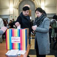 Primarie Milano, i cinesi ai seggi diventano un caso. Le comunità straniere: