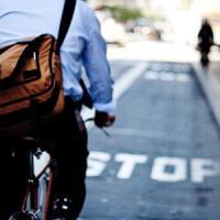 Milano, soldi a chi lascia la macchina e va al lavoro in bicicletta