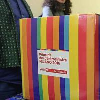Primarie Milano, ladri in azione nel seggio Olmi: portati via pc, stampante, vino e snack