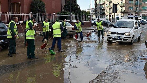 """Milano, pioggia e maltempo fanno scattare il pre-allarme Seveso: """"Vigili e protezione civile schierati"""""""