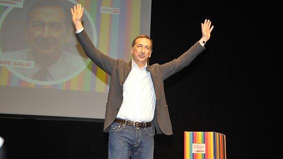 """Primarie Milano, Sala batte tutti con il 42% dei voti: """"Ora avanti uniti per vincere a giugno"""""""
