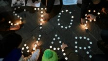 """Regeni, fiori e candele sit-in dei ragazzi egiziani    """"Vogliamo la verità"""""""