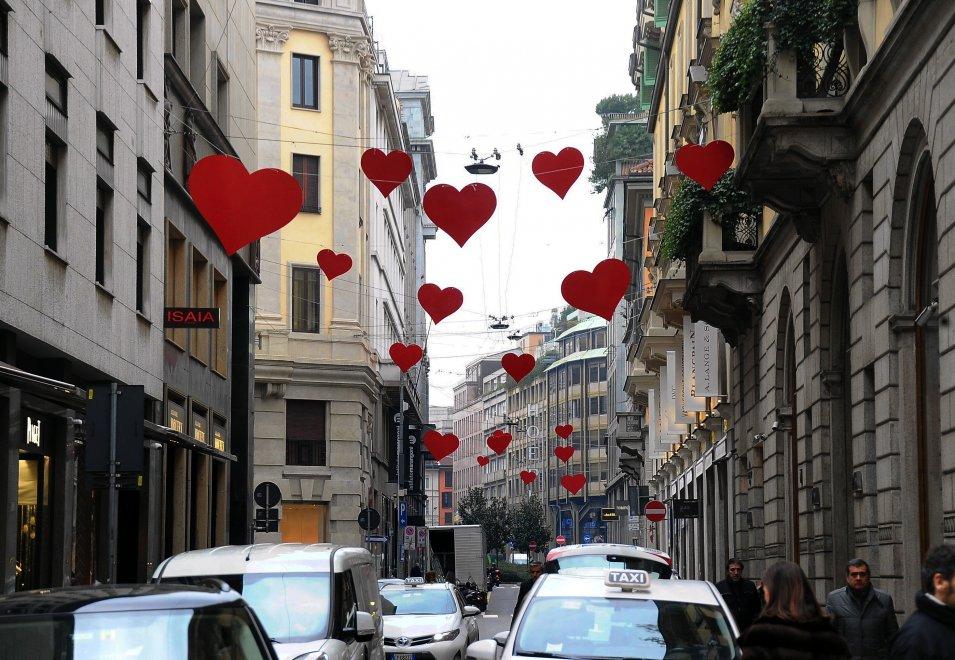 San valentino i love shopping in montenapoleone for Valentino via turati milano