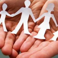 """Bonus bebè, Regione Lombardia esclude le famiglie adottive. Le coppie: """"Noi genitori al..."""