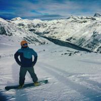 Madesimo, tragico fuoripista tra amici: snowboarder travolto da una valanga, morto