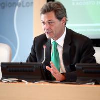 Tangenti, in manette Rizzi: regista della Sanità in Lombardia, scelto da Maroni per firmare la sua riforma