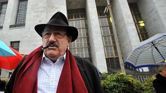 """L'addio a Eco, Pisapia: """"Ora siamo più poveri"""". I funerali martedì al Castello Sforzesco"""