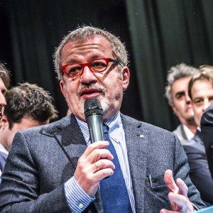 Tangenti Lombardia, decisa e già rinviata: slitta la task force di Maroni sugli appalti in sanità