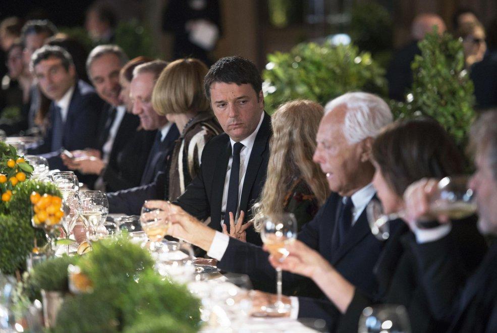 Milano, dalla Versace alla Wintour: il mondo della moda a pranzo con Renzi
